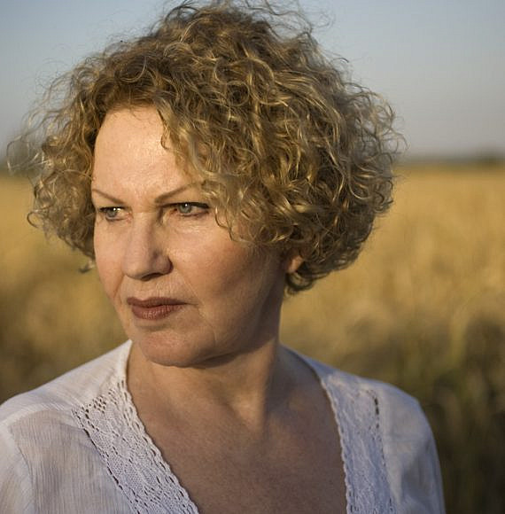 Israeli poet, Agi Mishal, photo by Iris Nesher on Wikimedia