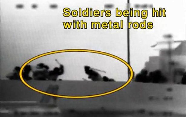 """המרמרה: חיילים מוכים ע""""י נוסעי הספינה, צילום: דובר צה""""ל"""
