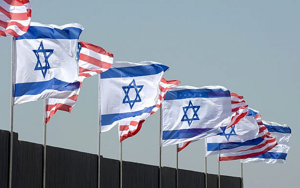 """דגלי ישראל וארה""""ב, צילום משה מילנר, לע""""ם"""
