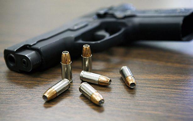 אני אסיר תודה על כך שבעת הצורך, יש לי הזכות לאחוז בנשק גם והיכולת להגן על עצמי. צילום באדיבות וויקימידיה
