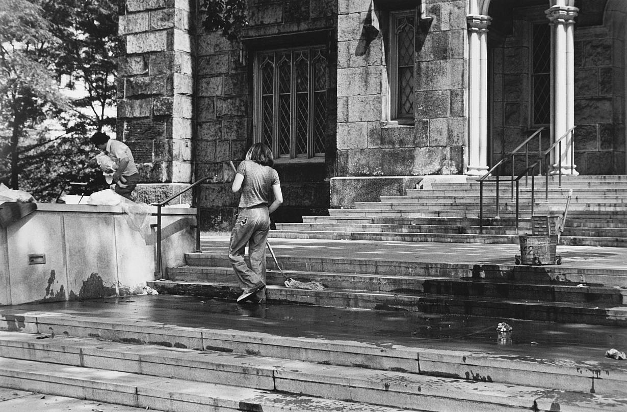 Mierle Laderman Ukeles, Touch Sanitation Performance, July 1979–June 1980. Sweep 2, Brooklyn 31, 8/9/1979. Photograph: Marcia Bricker. © Mierle Laderman Ukeles. Courtesy the artist and Ronald Feldman Fine Arts, New York
