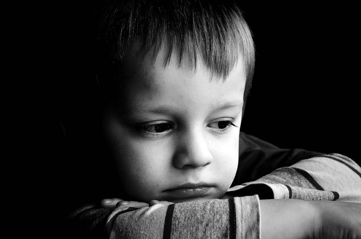 פעילות פנים - ילד עצוב