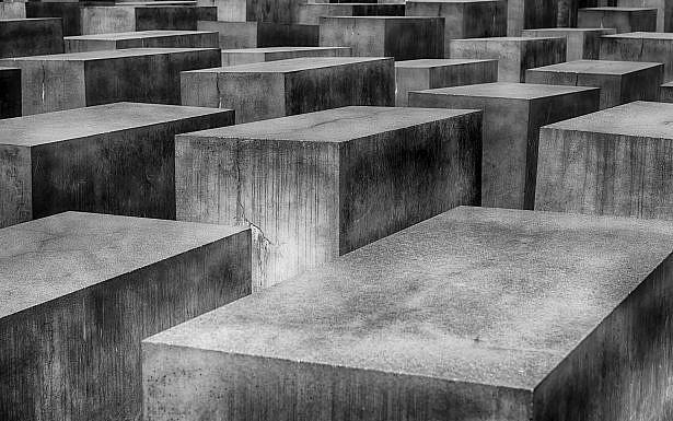 """לזכור שה""""לא ייאמן"""" קורה. אנדרטת השואה בברלין. (צילום:  Markus Christ, Pixabay)"""