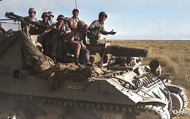 """חיילים על טנק במהלך מלחמת ששת הימים, צילום: דוד רובינגר לע""""מ (עיבוד בצבע באמצעות my heritage )"""
